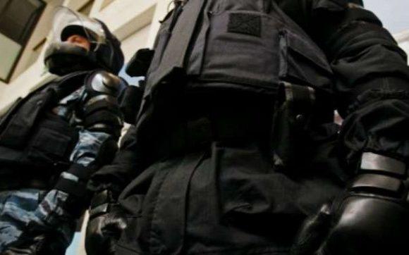 В Днепре силовики обыскивают криминальных авторитетов