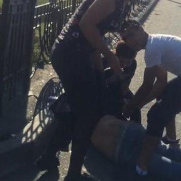 Ветеран АТО в эпичной битве отбил патрульного у толпы цыган на вокзале в Киеве (ВИДЕО)