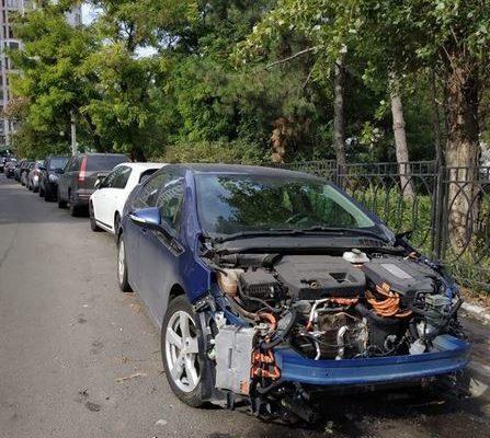 В Одессе злоумышленники разобрали припаркованное авто
