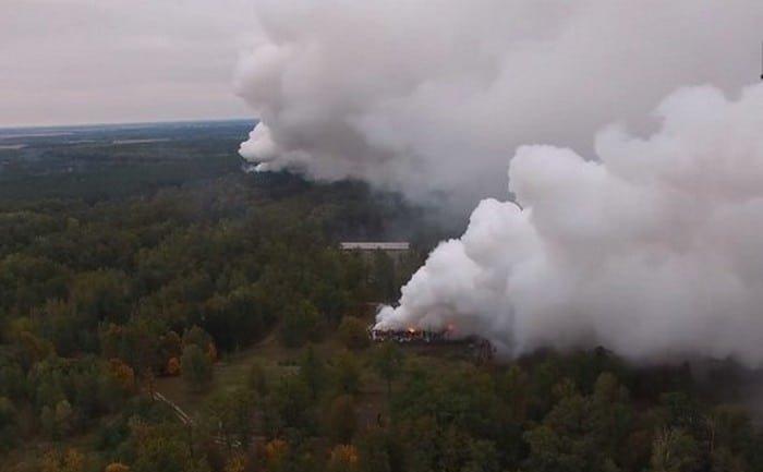 Взрывы в Ичне: на горящие склады сбросили 40 тонн воды