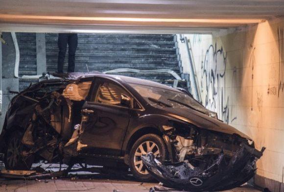 В Киеве машина влетела в поздемный переход (фото)
