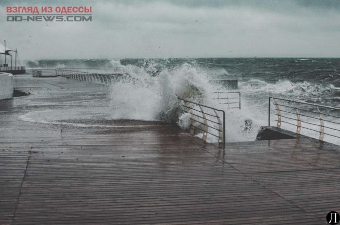 Шторм и ветер в Одессе оставили после себя разрушения