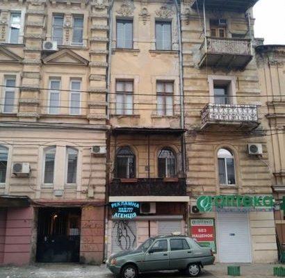 В Одессе произошло обрушение карниза
