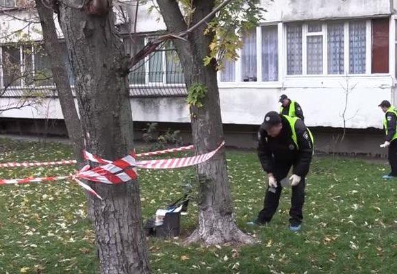 В Киеве молодой парень погиб от взрыва гранаты (ВИДЕО)