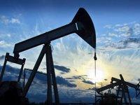 Нефть дешевеет и завершает месяц рекордным падением за 10 лет