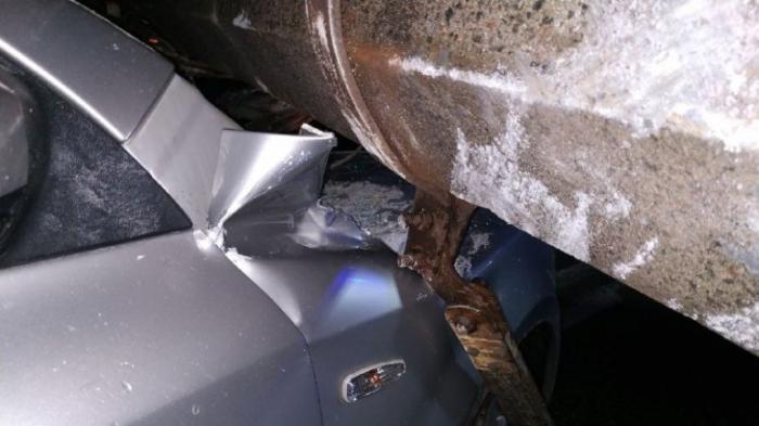 Нормально для Киева: в столице столб упал на машину и парализовал половину города