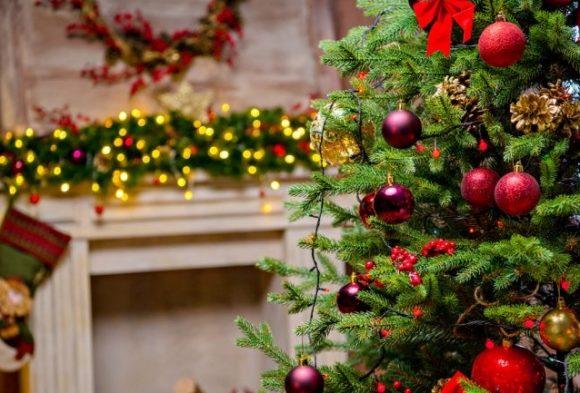 Как безопасно устанавливать новогодние елки дома — советы спасателей