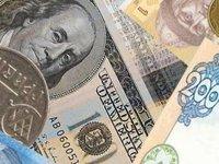 Гривня на межбанке в четверг продолжила движение к уровню перед вводом «военного положения»