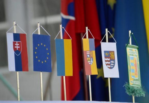 Непроблемный сосед: как Украине удается дружить с пророссийским членом ЕС