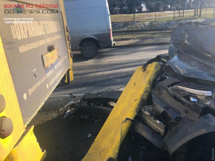 В Одессе произошло столкновение маршрутки с BMW: есть пострадавшие