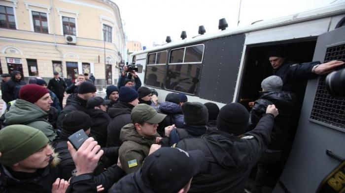 Как и почему активисты, антикоррупционеры и правозащитники работают против Украины