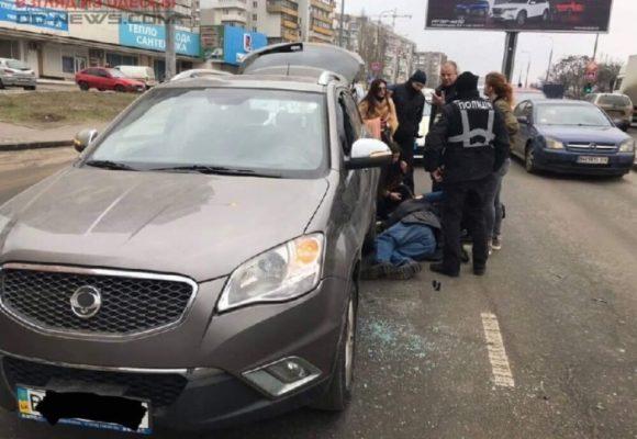 В Одессе водителю иномарки стало плохо за рулём (фото)