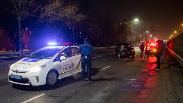 В Киеве пьяный неадекват угнал авто, врезался в Nissan и угрожал изнасиловать копов ВИДЕО