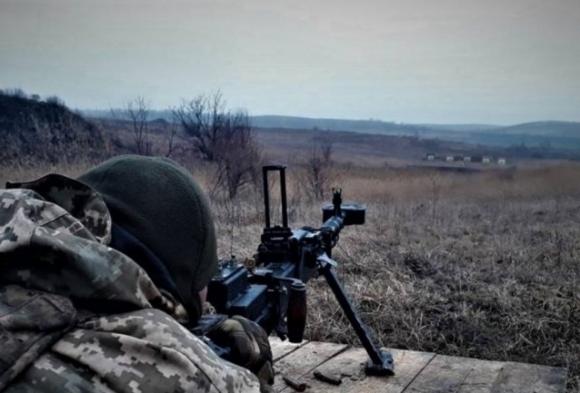 В зоне боевых действий в Донбассе ранен один военного